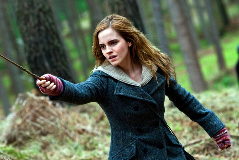Hermione pointing wand, scared and fierce